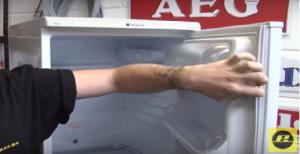 Kühlschrank läuft aus