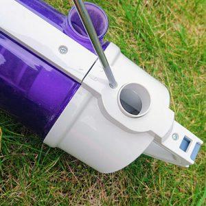 Schrauben Sie das Filtergehäuse vom Rest des Staubbehälters ab.